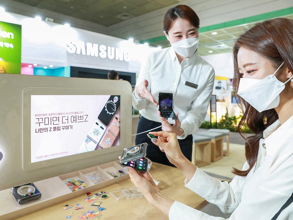삼성전자 월드IT쇼 참가(7)_갤럭시 Z플립 5G 폰 꾸미기 체험