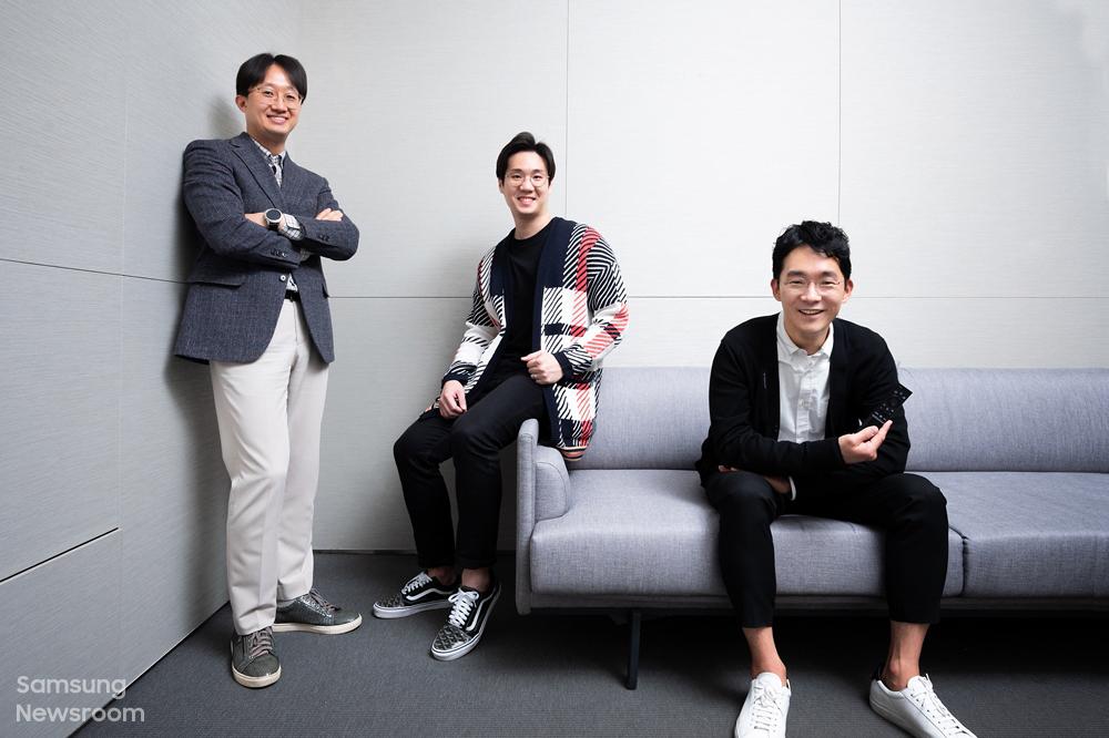 솔라셀 리모컨과 에코 패키지를 개발한 삼성전자 영상디스플레이사업부 (왼쪽부터) 김관영, 한승산 엔지니어, 손성도 디자이너