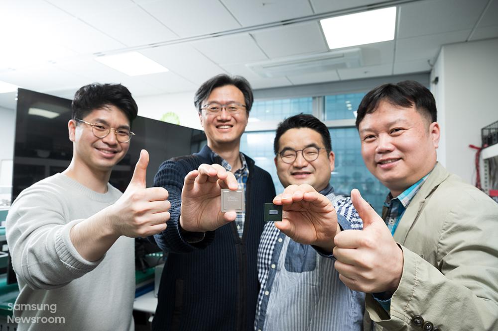 (왼쪽부터) 8K TV 속 IC 개발에 참여한 삼성전자 김상덕, 성한수, 임정현, 송용주 씨