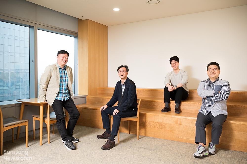 ▲(왼쪽부터) 8K TV 속 IC 개발에 참여한 삼성전자 김상덕, 성한수, 임정현, 송용주 씨