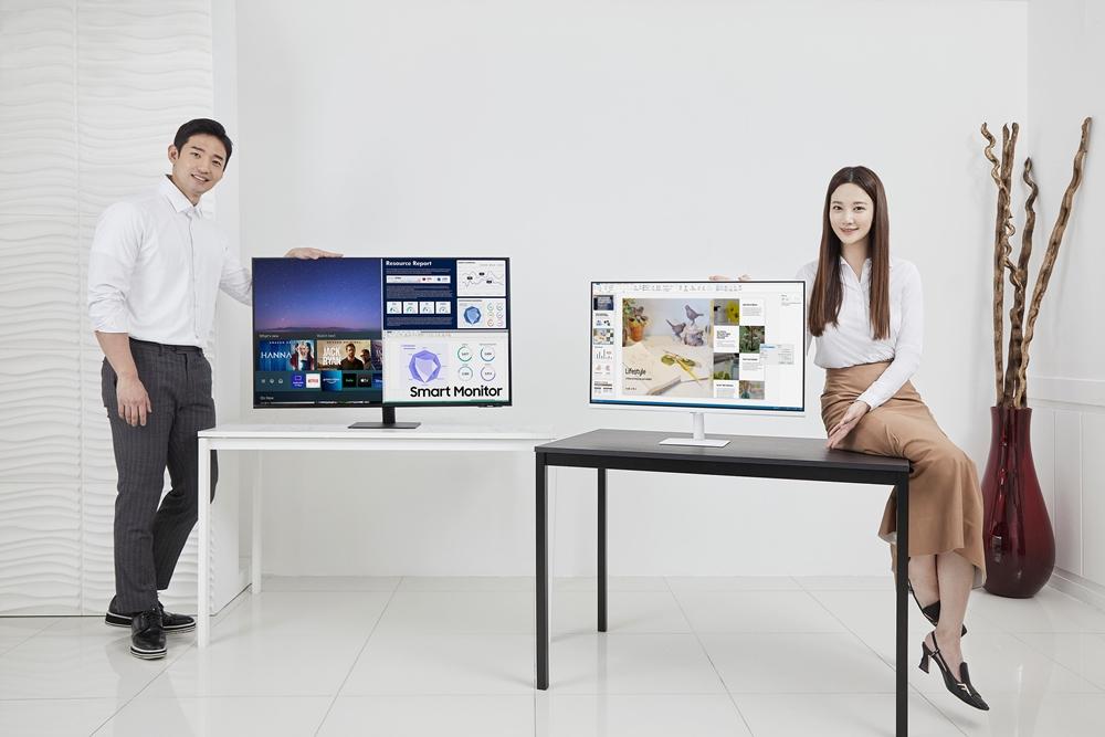 05_삼성 스마트 모니터 라인업 확대_M7 43형(왼쪽)_M5 32형(오른쪽)