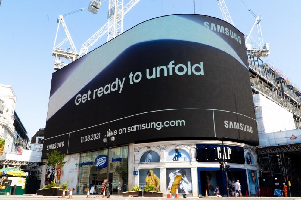 삼성 갤럭시 언팩 2021 옥외광고_영국 런던 피카딜리 서커스