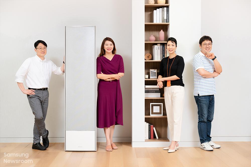 2021년형 비스포크 무풍갤러리를 담당한 삼성전자 생활가전사업부 황준 엔지니어, 이경주 프로, 정세훈 디자이너, 정창우 엔지니어(왼쪽부터)