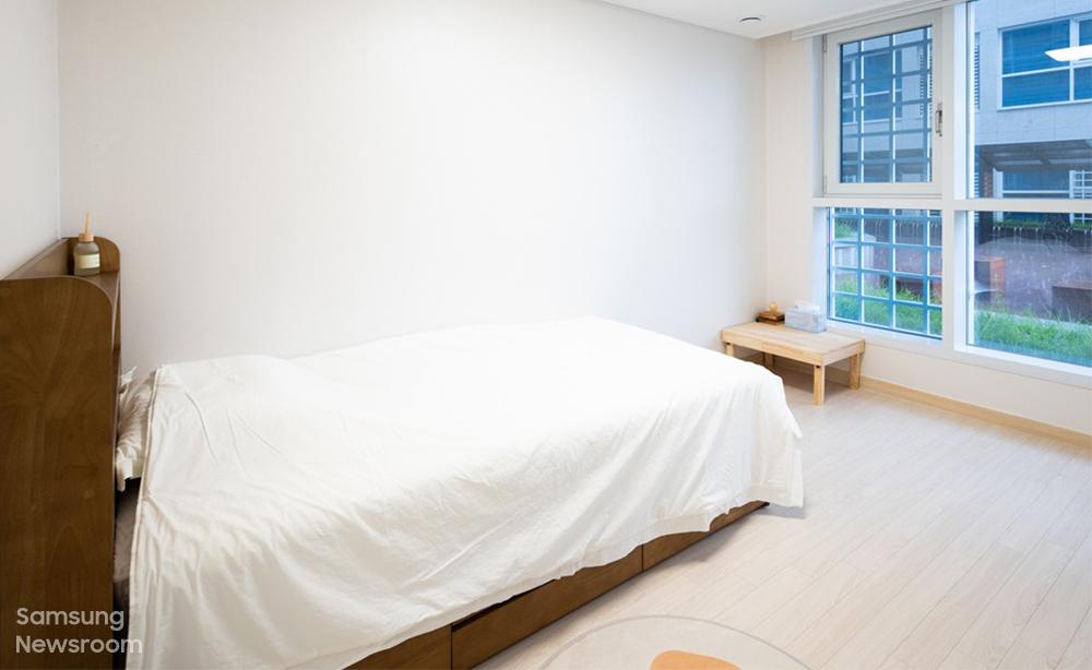 ▲ 삼성전자는 전북 전주의 오피스텔 26실을 매입해 22실은 생활실로, 4실은 18세 이하의 청소년이 최대 6일간 자립 체험을 할 수 있는 공간으로 제공한다. 대부분 공동생활을 해왔던 보호종료 청소년들은 자신만의 공간을 갖고 홀로서기를 연습한다.