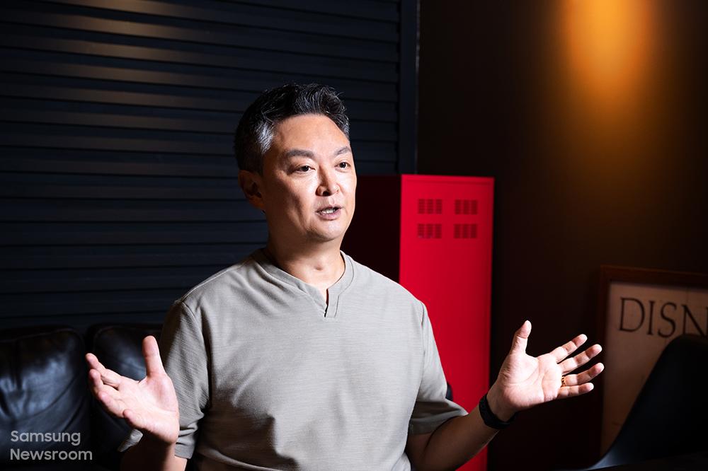 ▲ 오디세이 네오 G9 브랜드 필름 연출을 맡은 강윤성 감독